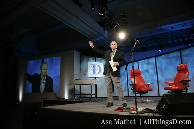 Paul Steiger of the WSJ kicks off the opening session of D5, 2007.