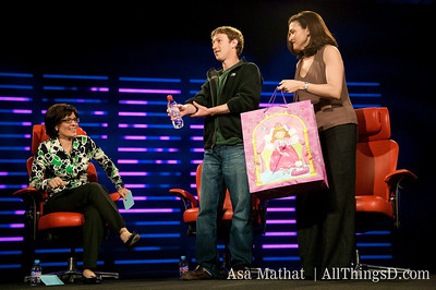 Facebook's Zuckerberg and Sandberg come bearing gifts for Kara Swisher.