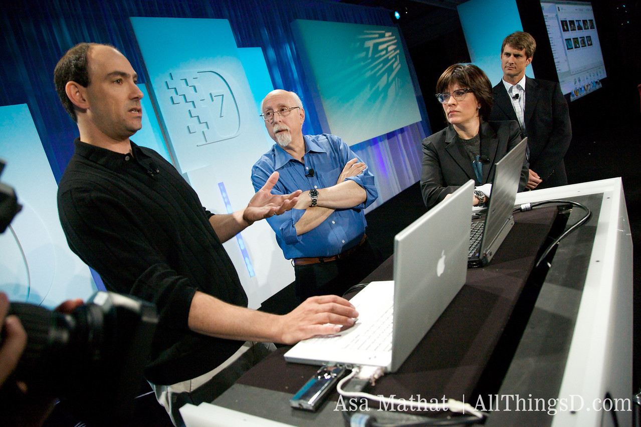 Jonathan Kaplan demos to Walt and Kara the new streaming feature of the Flip camera.