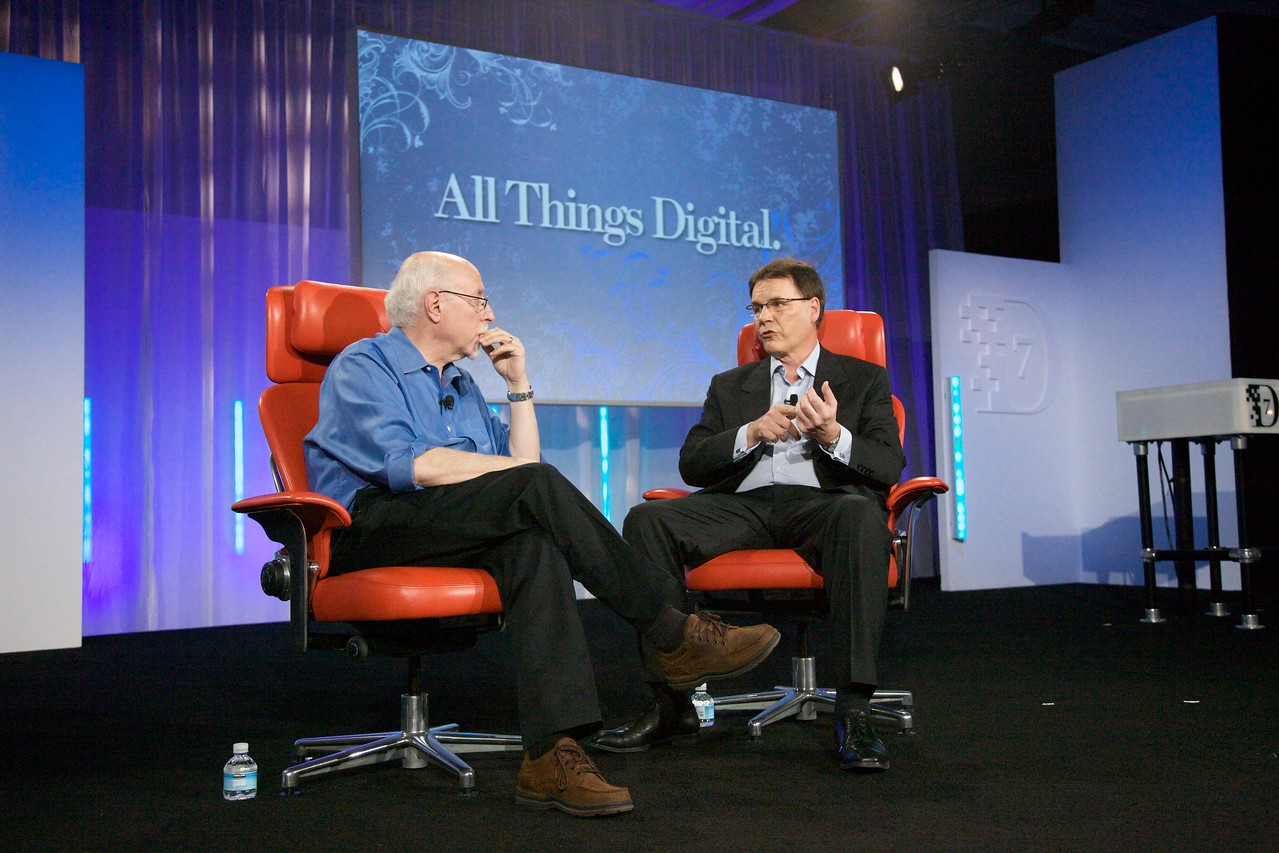 Walt Mossberg interviews Nokia CEO Olli-Pekka Kallasvuo onstage at the D: All Things Digital conference.
