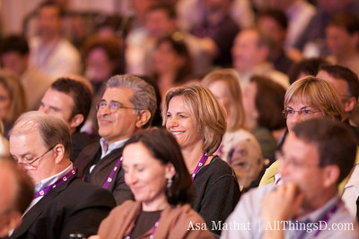 Terry Semel and Sue Decker, former top execs at Yahoo, listen to Carol Bartz's session at D7.