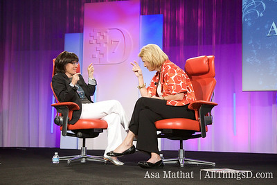 An engaging Yahoo CEO Carol Bartz, onstage with Kara Swisher.