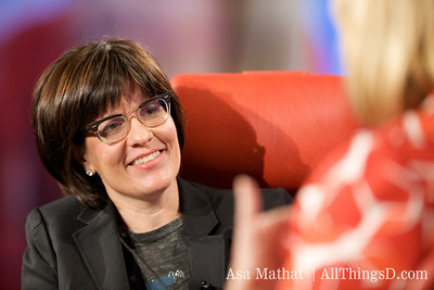 Kara Swisher listens to Carol Bartz, CEO of Yahoo.