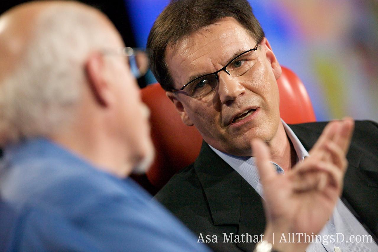 Walt Mossberg and Olli-Pekka Kallasvuo.