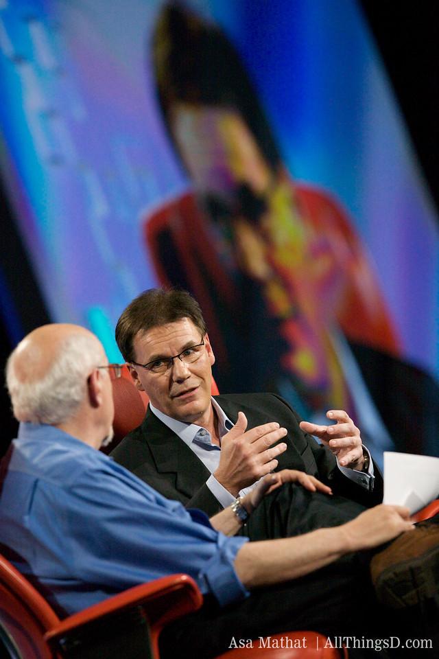 Nokia's Olli-Pekka Kallasvuo and Walt Mossberg onstage at D7.
