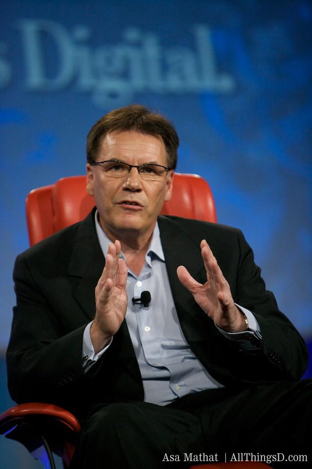Olli-Pekka Kallasvuo of Nokia, making his point.