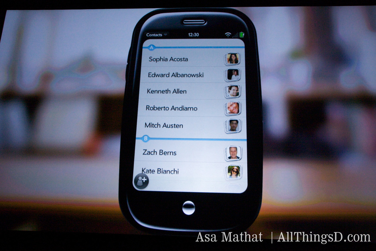 Screenshot of the Palm Pre showing contacts.