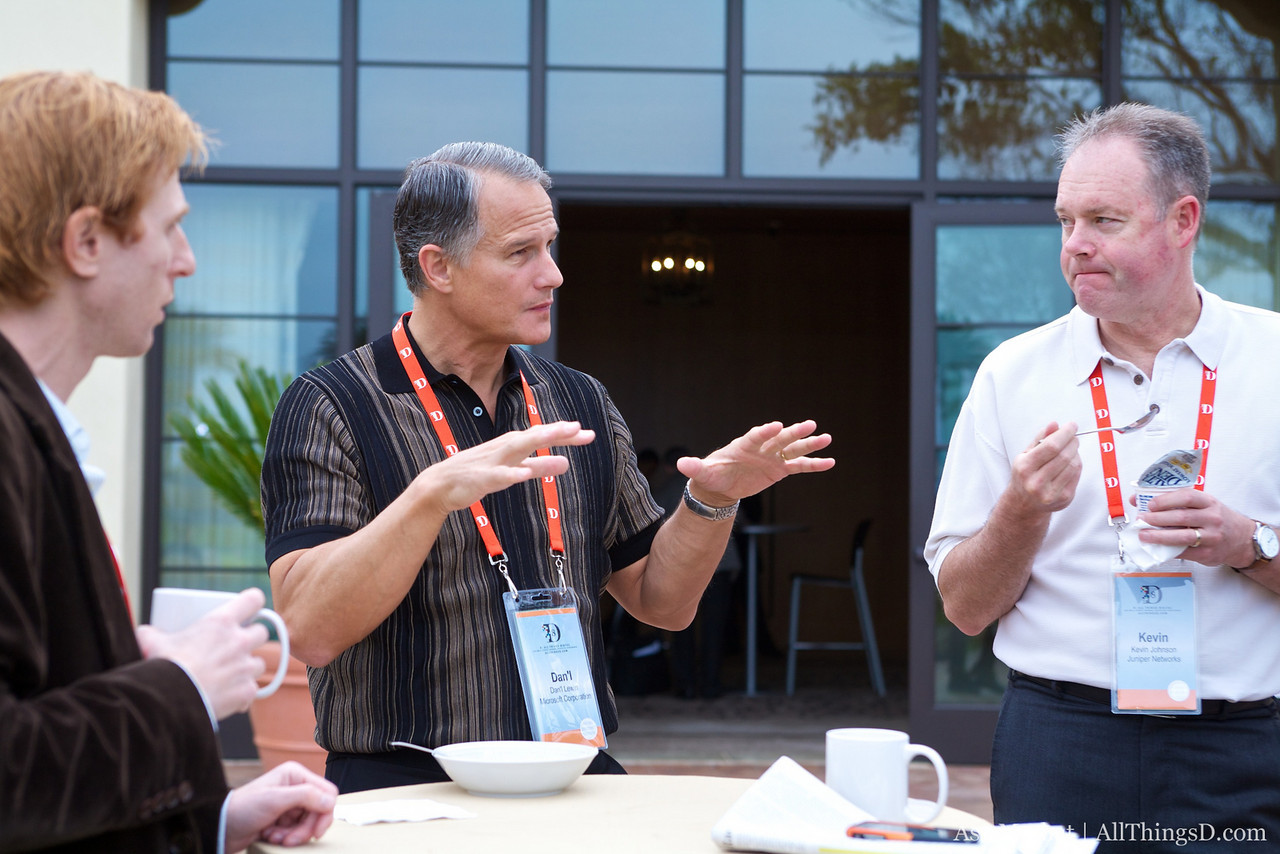 Microsoft's Dan'l Lewin talks with D8 attendees.