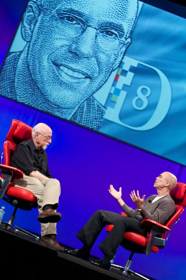 Walt Mossberg interviews Jeffrey Katzenberg from DreamWorks Animation SKG.
