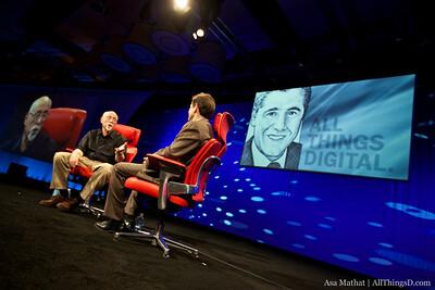 Walt Mossberg interviews FCC Chairman Julius Genachowski.