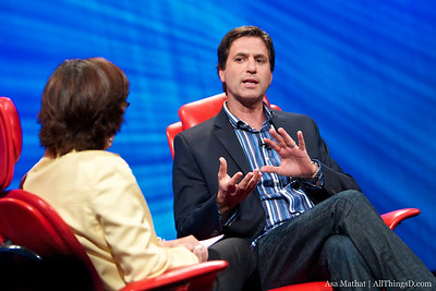 Steve Levitan makes a point to Kara Swisher.
