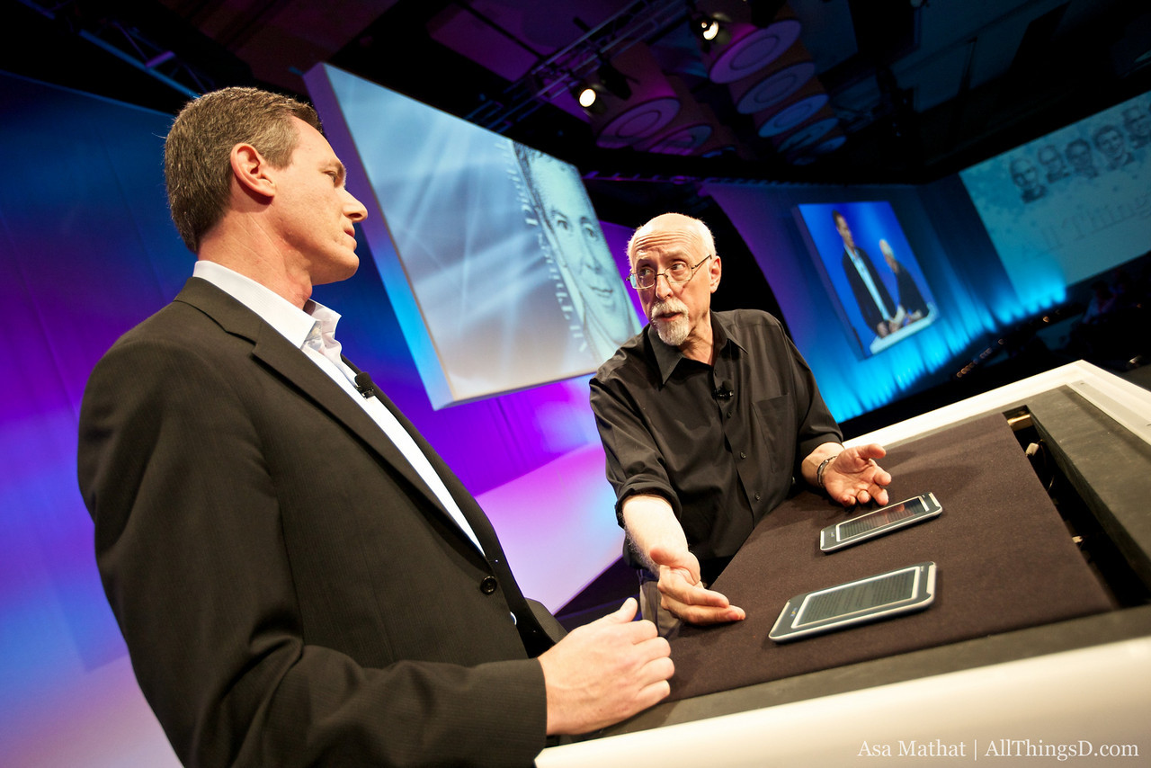 Qualcomm chairman and CEO Paul Jacobs demos new screen technology at D8.
