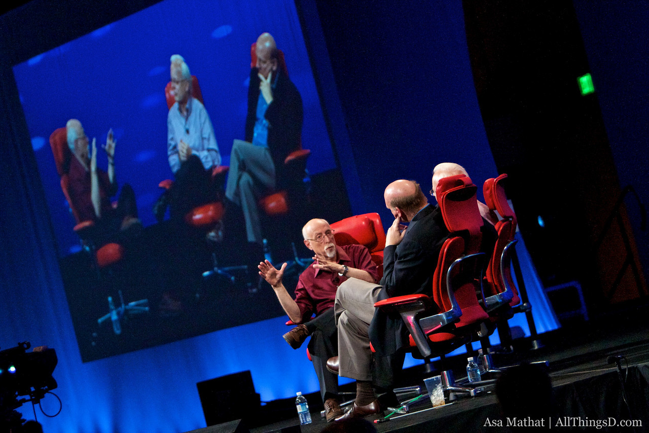Walt Mossberg onstage with Steve Ballmer and Ray Ozzie.