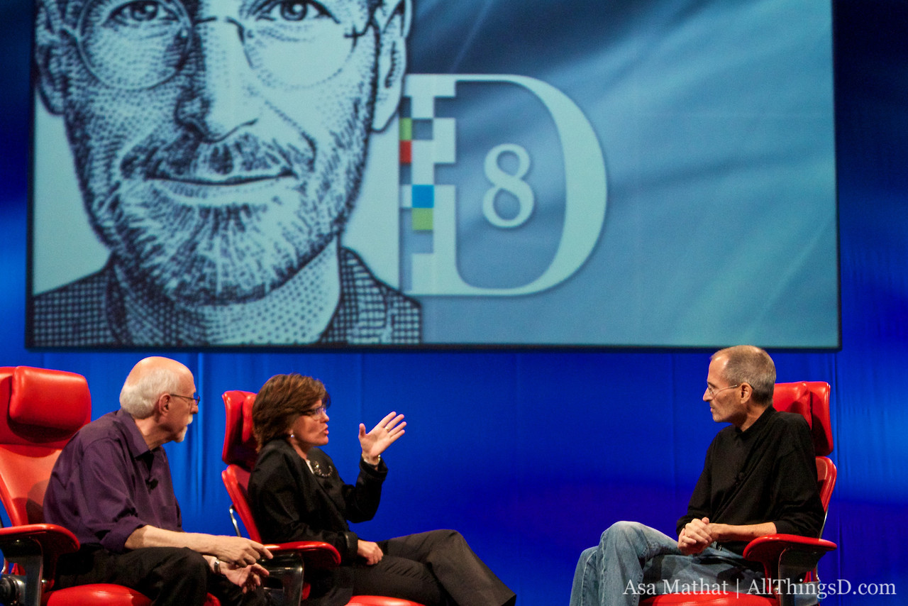 Kara asks a question to Steve Jobs on the first night of D8.