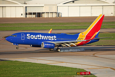 Southwest Airlines Boeing 737-7H4 N213WN 4-12-20