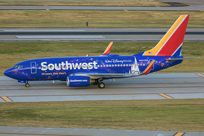 Southwest Airlines Boeing 737-7H4 N954WN 9-29-21 2