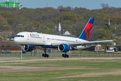 Delta Air Lines Boeing 757-232 N663DN 3-25-21