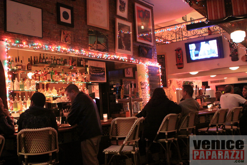 """LIVE MUSIC AT DANNY'S EVERY WEDNESDAY & SATURDAY NIGHT.  DANNYS VENICE. 23 Windward Ave. Venice, Ca 90291  <a href=""""http://www.dannysvenice.com"""">http://www.dannysvenice.com</a> 310.566.5610.   <a href=""""http://www.venicepaparazzi.com"""">http://www.venicepaparazzi.com</a>  12.09.09  LIVE MUSIC BY """"OFF THEIR"""" JINGLE BELL ROCKERS"""