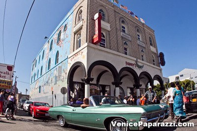 Venice-Paparazzi-16-X2.jpg