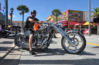 BIKEWEEK 2015 THURSDAY (BEFORE THE START) CROWD SHOTS