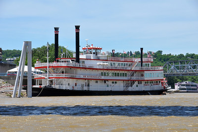 LARGE BB RIVERBOAT