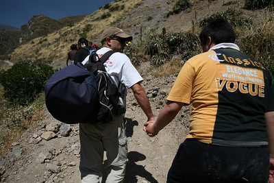 Inaugural DiscoveryBound event for the Lima, Peru Chapter. Taking 27 participants two hours out of Lima to Matucana to hike up to Catarata Antankallo (Antankallo Falls). Chapter workers: Giorgio & Brenda Ballotta.