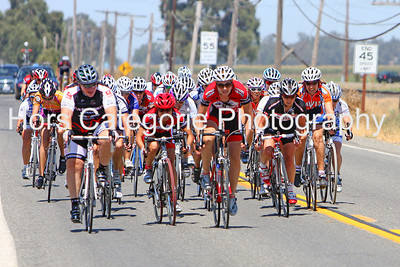 6802 - Women's Cat 4 - The peloton sprints for the line