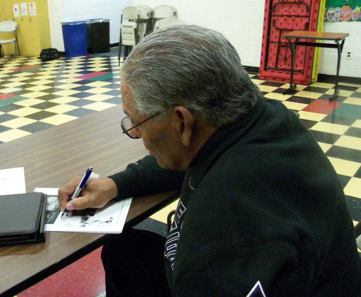 Gary Mays signing autographs.