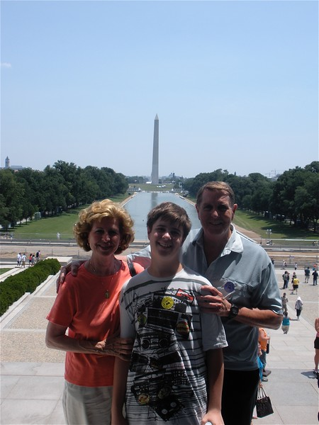 Cotton Family in front  of Washington Memorial