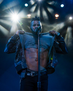 Jason Derulo gets the crowd fired up by showing off his abs during his concert at the Baltimore Convention Center.