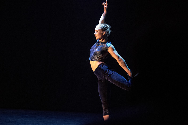 Ylva Havndrup - yndefuld contorsionist med kropskontrol