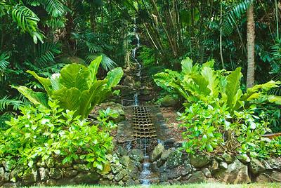 """Künstlicher """"Wasserfall"""", Allerton Gardens, Kaua'i"""