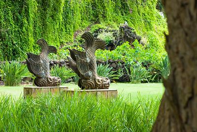 steinerne Fischskulpturen ind den Allerton Gardens