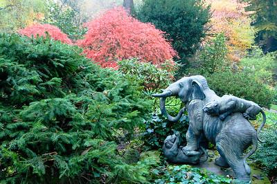 Skulptur eines Elefanten, der mit Tigern kämpft, Japanischer Garten Leverkusen