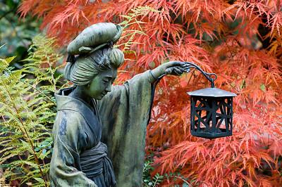 Statue einer Geisha mit Laterne, Japanischer Garten Leverkusen