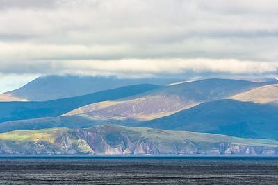 An der Küste beim Leuchtturm, Blick auf Dingle Peninsula
