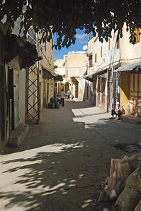 Marokko 2004, Meknès, Altstadt, Soukviertel, geschlossene Geschäfte im Ramadhan