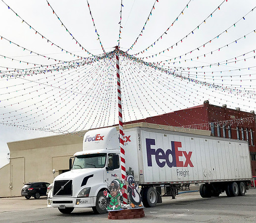 KEVIN HARVISON | Staff photo<br /> A Fed Ex truck makes its way under the lights on Choctaw Avenue and Third Street Wednesday.