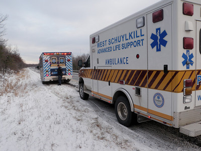 BUTLER TOWNSHIP MM117 INTERSTATE 81 VEHICLE ACCIDENT 12-16-2010 PICTURE BY COALREGIONFIRE