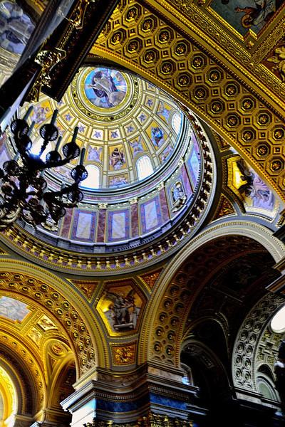 MAIN DOME, ST. STEPHEN'S CHURCH, BUDAPEST, HUNGARY