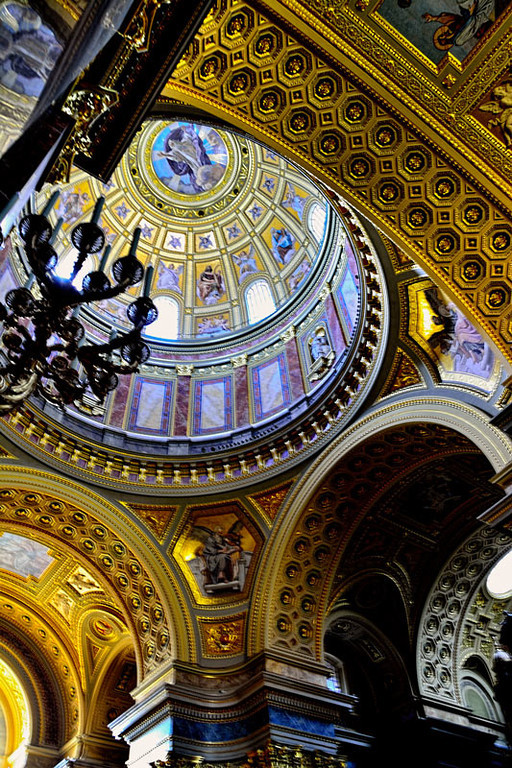 MAIN DOME, ST. STEPHEN'S CHURCH, BUDAPEST, HUNGARY