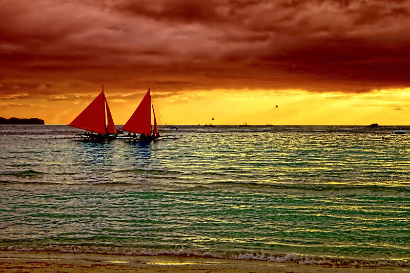Sunset at White Sands Beach, Boracay Island, Aklan Province, Philippines.