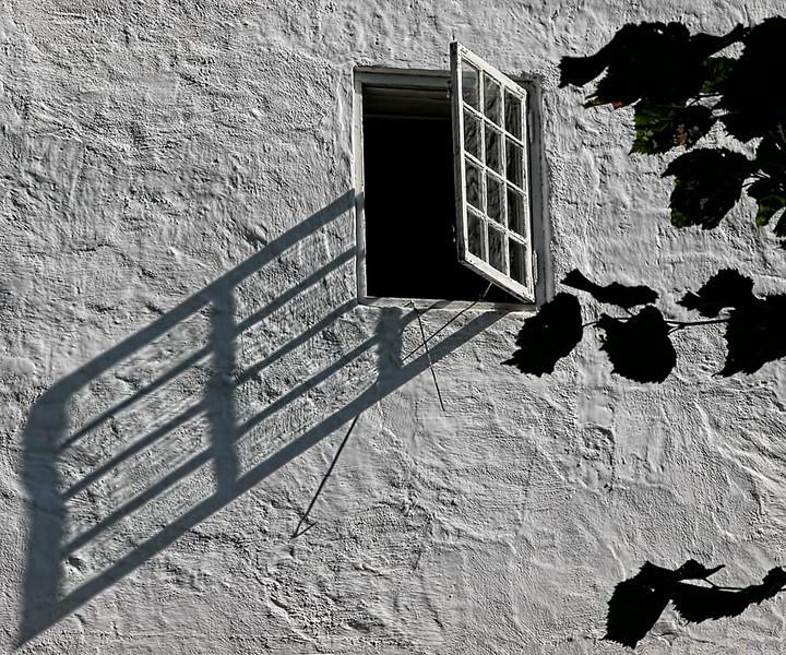 """""""Window"""" - Spotted in Helsinki, Finland."""