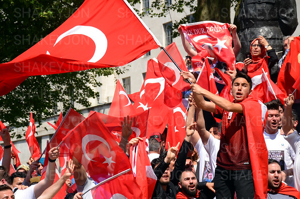 Turkish support outside Downing Street as Turkish prime minister Erdogan visits Theresa May