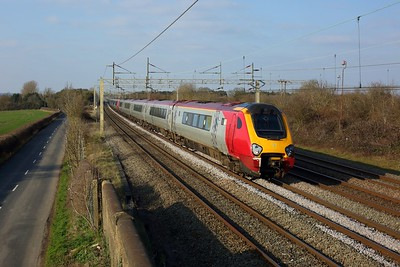 221118 leads 221108 working 9A53 1158 Lancaster to London Euston at Pitstone on 7 March 2021  Class221, Avanti, WCMLSouthEast