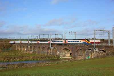 222003 powering the 1C30 0929 Sheffield to St Pancras International at Fourteen arches viaduct, Wellingborough on 19 December 2020  Class222, EMR, MMLSouth
