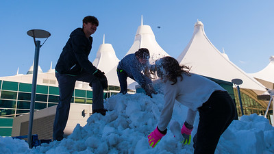 031621_westin_deck_snowball_fight-004