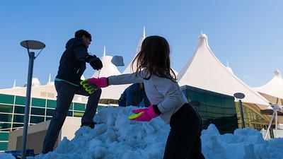 031621_westin_deck_snowball_fight-002