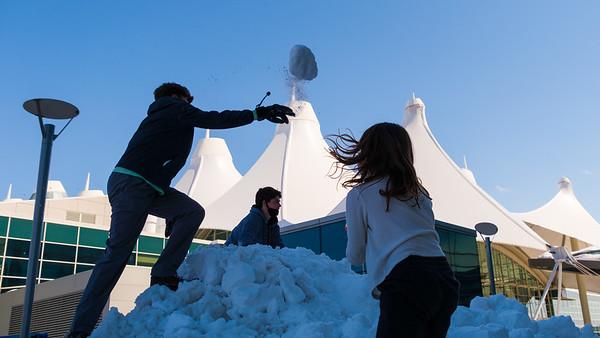 031621_westin_deck_snowball_fight-001