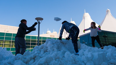 031621_westin_deck_snowball_fight-009
